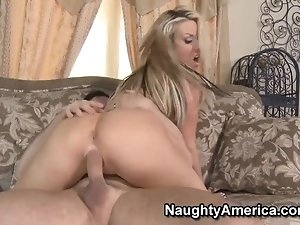Hot blonde Carolyn Reese use her exquisite cock sucking talents