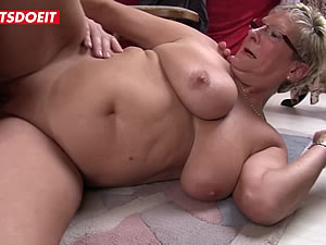 German mature lady enjoys rwo cocks