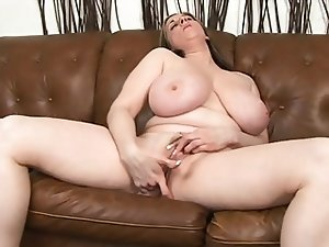 Big natural tits mature Kitty Lee