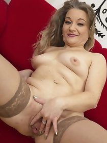 Unshaved mature lady playing with herself