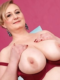 Big breasted chubby housewife playing with herself