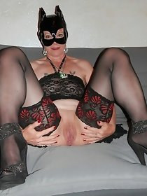 Hot mature lady posing solo in stockings