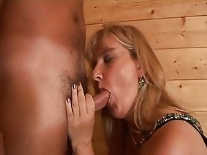 Hairy Mature moms anal sex