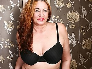 British mature lady feeling a bit naughty