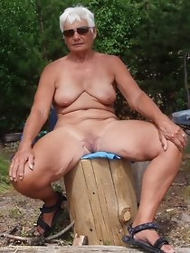 Bigtitted granny posing naled outdoor